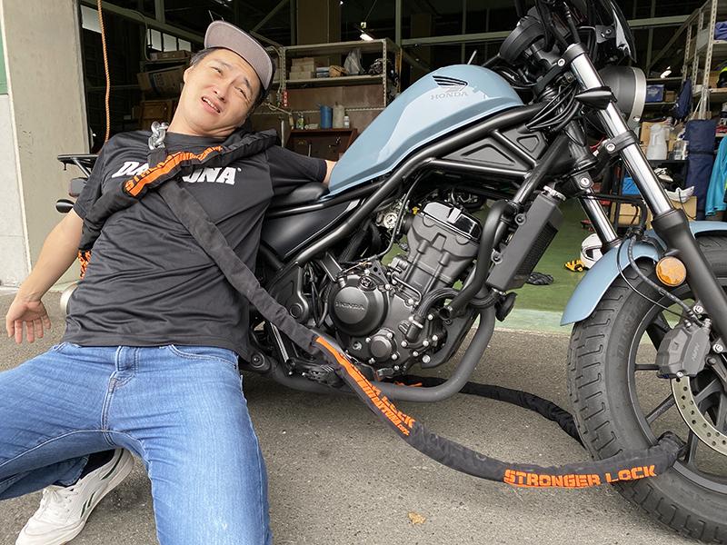 作者:ゆるーい公式「ライドアバイク!」用にイメージ写真を撮ってもらうイッキメン
