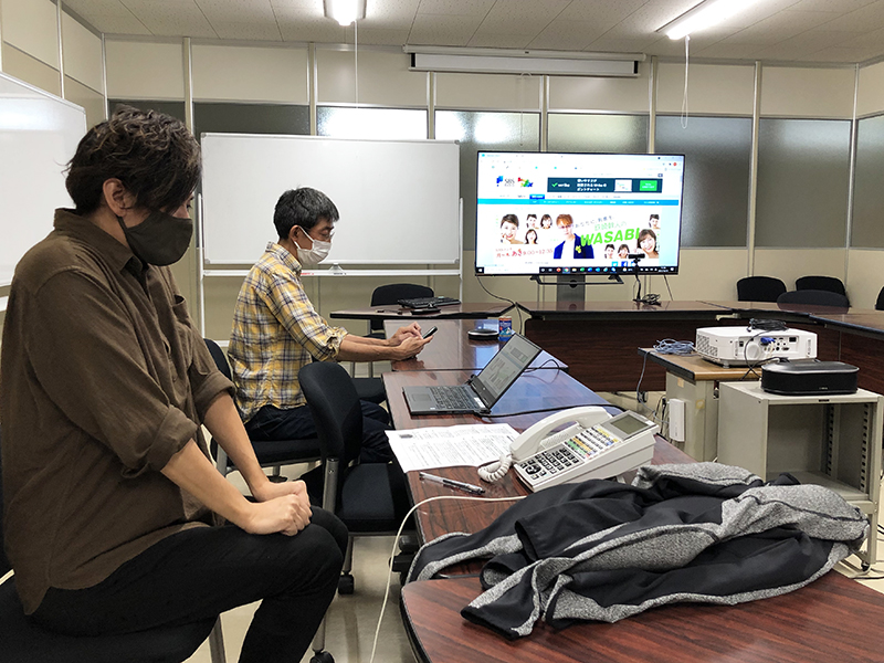 作者:SBSラジオさんの番組「鉄崎幹人のWASABI」に出演待機中のやまちゃん(2021年10月14日)